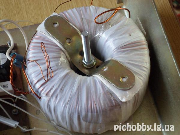 Крепление трансформатора к корпусу блока питания