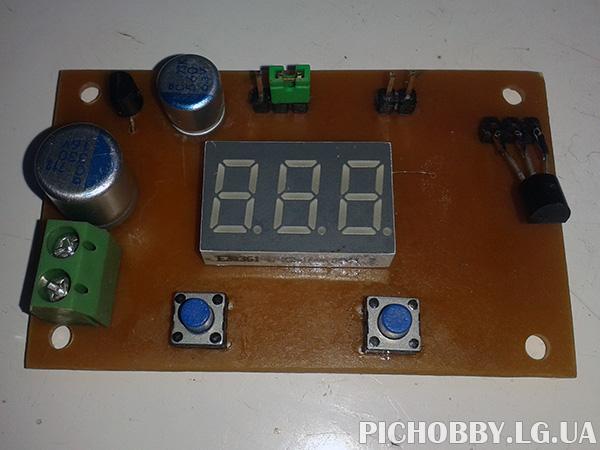 Фотография термометра на PIC16F628A